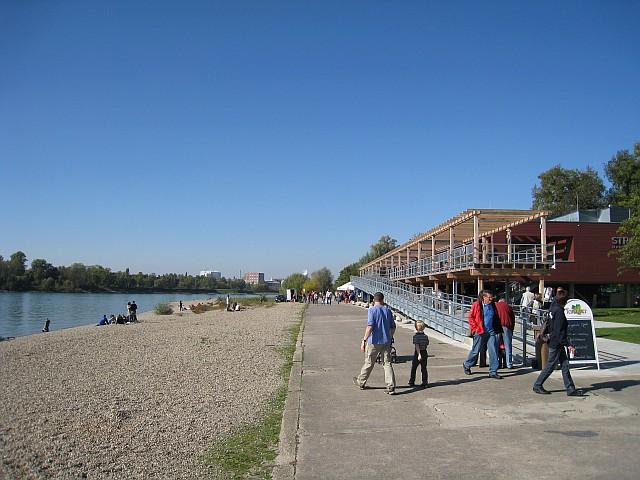 Direkt am Rhein gelegen